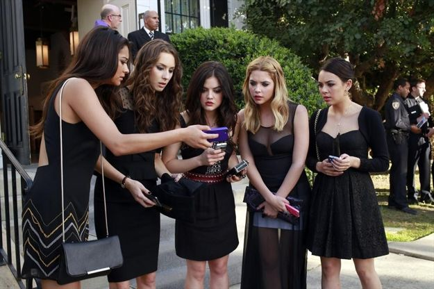 pretty-little-liars-season-4-episode-1-a-is-for-alive-4